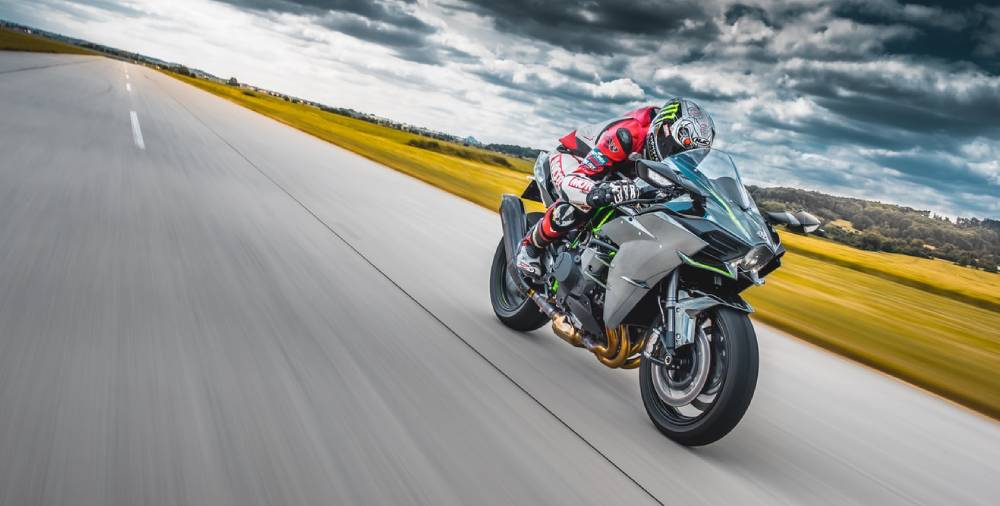 How to Downshift on a Motorcycle Like a Boss